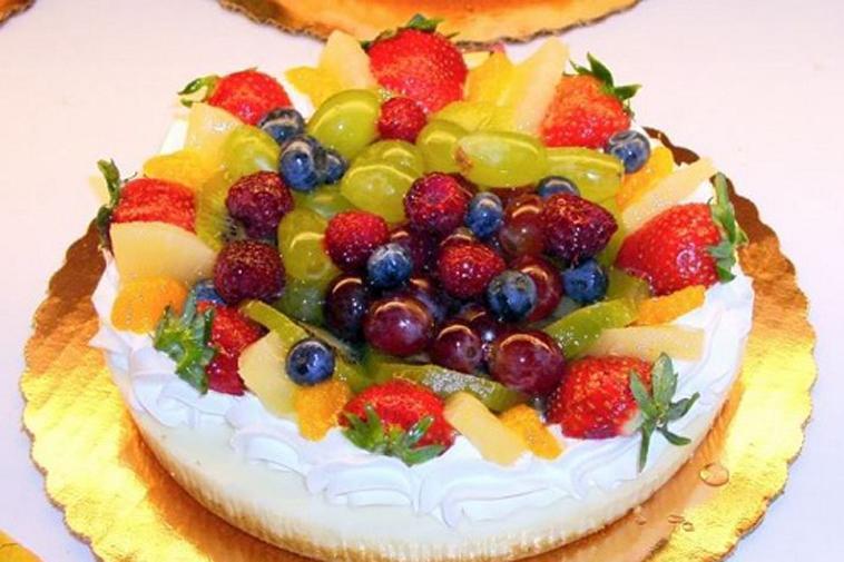 Bánh ngọt hoa quả thơm ngon